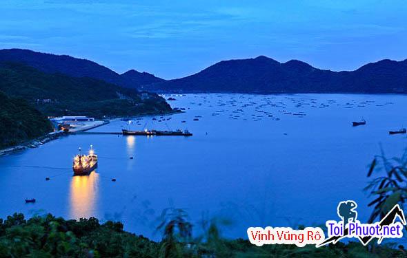 Vịnh Vũng Rô xinh đẹp về đêm